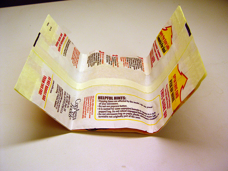MA_800px-Popcorn_bag_unpopped_Wikimedia.jpg